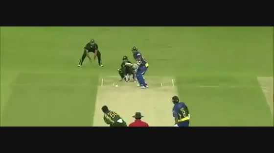 Jayasuriya smashes Pommie Mbangwa for a huge six